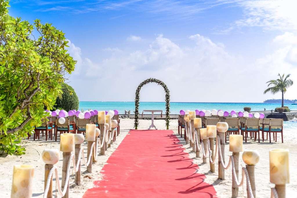 Decoration Allee ceremonie laique plage
